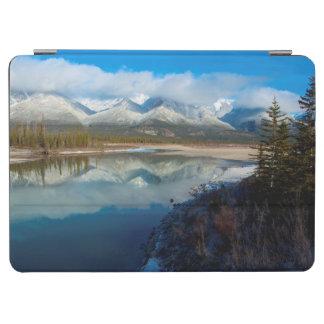 Athabascaの川、ジャスパー国立公園、アルバータ iPad Air カバー