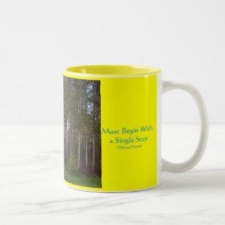 aThousandのマイルの旅行、絶対必要… ツートーンマグカップ