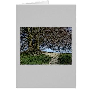 Avebury、ウィルトシャー、イギリス。 木および道 カード
