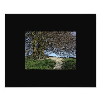 Avebury、ウィルトシャー、イギリス。 木および道 チラシ