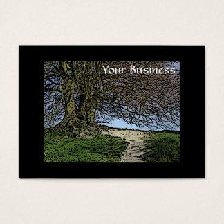 Avebury、ウィルトシャー、イギリス。 木および道 名刺