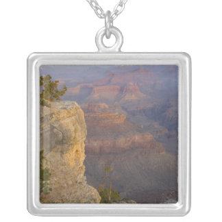 AZ、アリゾナのグランドキャニオンの国立公園、南7 シルバープレートネックレス
