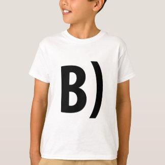 B) Tシャツ