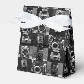 B&Wのテントの好意箱のカメラのコラージュ フェイバーボックス