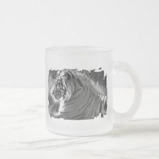 B&Wのトラのプロフィールの写真 フロストグラスマグカップ