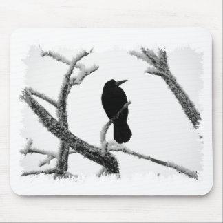 B&Wの冬のワタリガラスエドガー・アラン・ポー マウスパッド