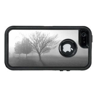 B&Wの霧深い朝の日の出 オッターボックスディフェンダーiPhoneケース