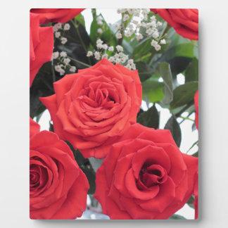 Babysの呼吸が付いている赤いバラの花束 フォトプラーク