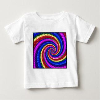 BabysのTシャツの虹の渦巻のフラクタルパターン ベビーTシャツ