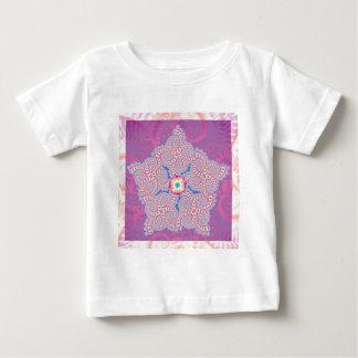 BabysのTシャツ-紫色の星のフラクタルパターン ベビーTシャツ