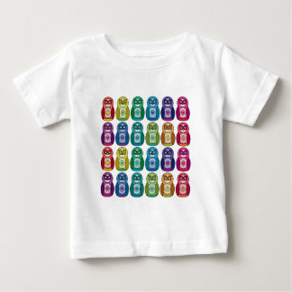 BabysのTシャツ-虹のMatryoshkaのかわいいフクロウ ベビーTシャツ