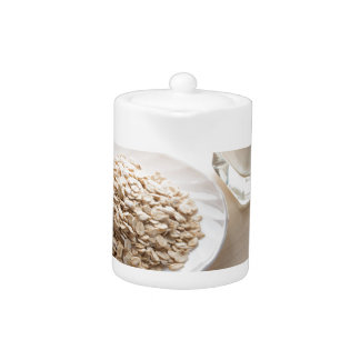 backliのミルクの穀物そしてガラスの受皿