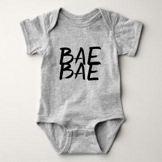 Baeのbaeの粋でおもしろいなヒップスターのベビーのユニセックスなボディスーツ ベビーボディスーツ