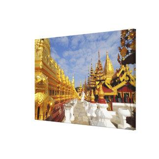Bagan (異教徒)のShwezigonの塔の複合体、 キャンバスプリント