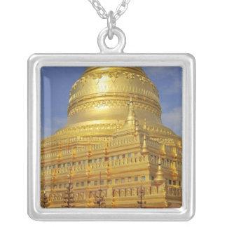 Bagan、Bagan (異教徒)のShwezigonの塔、2 シルバープレートネックレス
