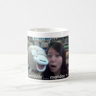 bahhhhh…. 月曜日>.< コーヒーマグカップ