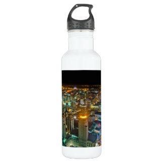 BaiyokeタワーIIからの夜のバンコク上の眺め ウォーターボトル