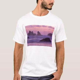 Bandonのビーチの海の積み重ねの日没 Tシャツ