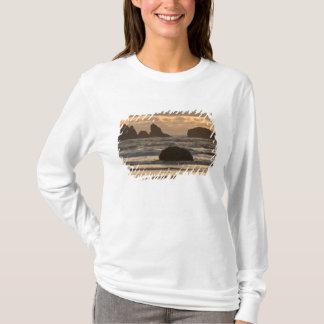 Bandon、オレゴンのビーチの海の積み重ね Tシャツ
