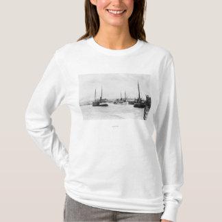 Bandon、港の水辺地帯のオレゴンの眺め Tシャツ