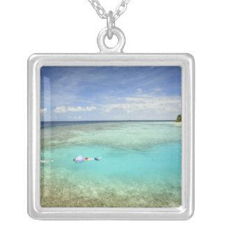 Bandosのアイランドリゾート、北の男性の環礁 シルバープレートネックレス