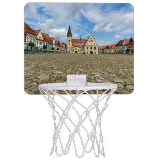 Bardejov、スロバキアの古い町の広場 ミニバスケットボールゴール