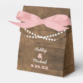 Barnwoodはピンクの結婚式の引き出物箱をつけます フェイバーボックス