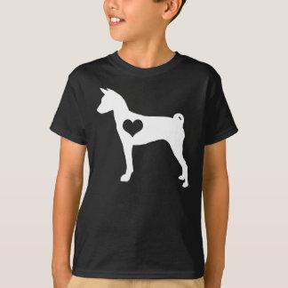 Basenjiのハートの子供の暗闇のTシャツ Tシャツ