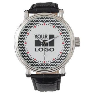 Basic Companyのロゴのシンプルで赤い白黒のジグザグ形 腕時計
