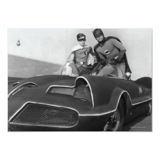 Batmobileに立つロビンおよびバットマン 12.7 X 17.8 インビテーションカード