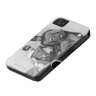 Batmobileに立つロビンおよびバットマン Case-Mate iPhone 4 ケース