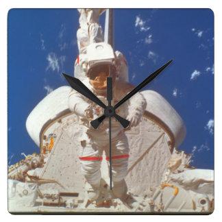 bay_Spaceの宇宙飛行士 スクエア壁時計