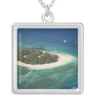 Beachcomberのアイランドリゾート、フィージー シルバープレートネックレス