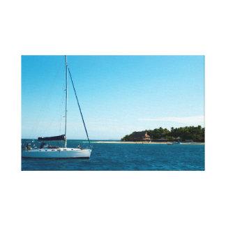 Beachcomberの島、フィージーのヨット キャンバスプリント