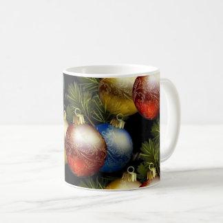 Beautiful Christmas Balls with Delicate Design コーヒーマグカップ