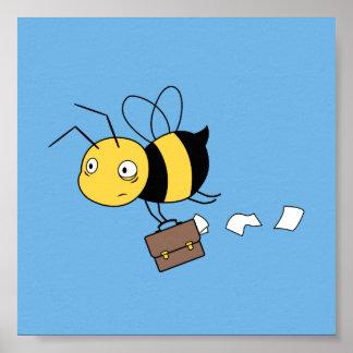 Beeznessの蜂、ブリーフケースを握っている疲れた重点を置かれた蜂 ポスター