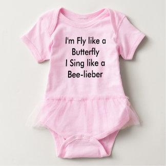 Belieberのワイシャツの小さな女の子 ベビーボディスーツ