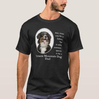 Bernese Mt.犬のパパのTシャツ Tシャツ