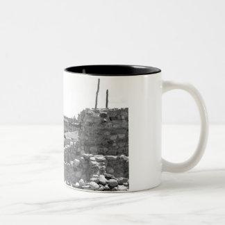 BESH-BA-GOWAHの村落 ツートーンマグカップ