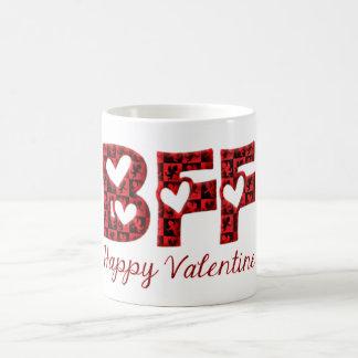 BFFの幸せなバレンタインのかわいいキューピッドのタイポグラフィ コーヒーマグカップ