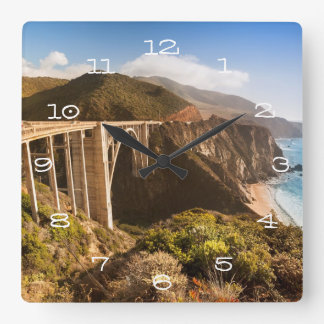 Bixby橋、大きいSur、カリフォルニア、米国 スクエア壁時計