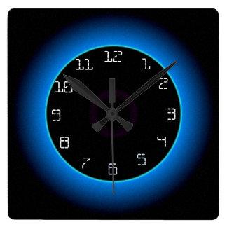 Black>の柱時計の照らされた青か水 スクエア壁時計