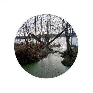 Blakemereのコケのまわりの沼地 ラウンド壁時計