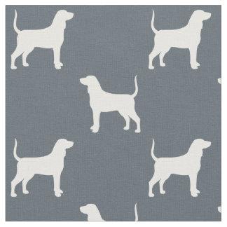 BluetickのCoonhoundはパターンのシルエットを描きます ファブリック