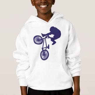 BMXのバイクもしくは自転車に乗る人