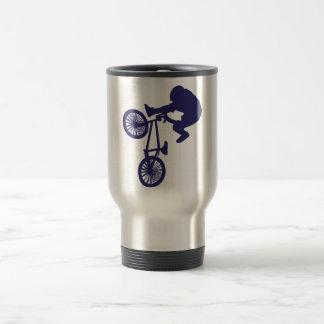 BMXのバイクもしくは自転車に乗る人 トラベルマグ