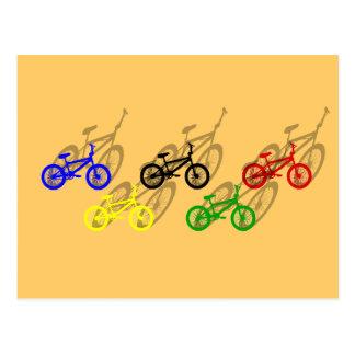 BMXのライダーのbicyleのサイクリングのダートトラックのサイクリスト ポストカード