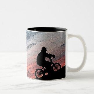 Bmxの日没のマグ ツートーンマグカップ