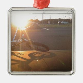 BMXの日没 メタルオーナメント