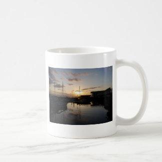 BoatsSunset041609 コーヒーマグカップ